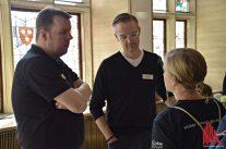 ALLES MÜNSTER-Gründer Stephan Günther und Thomas Hölscher im Gespräch mit weiteren Preisträgern. (Foto: Tanja Sollwedel)