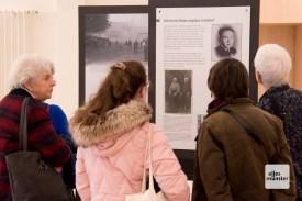 """Die Ausstellung """"Einige waren Nachbarn"""" im Foyer der Bezirksregierung"""