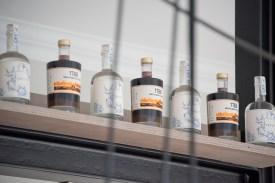 """Den gibt's nur bei """"Herr Hase"""", Gin und Likör mit feinstem Kaffeearoma (Foto: mb)"""