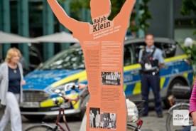 Polizeibeamte hielten die Veranstaltung im Blick.
