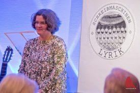 """Marion Lohoff-Börger schreibt noch mit der klassischen Schreibmaschine, darum heißt ihre Lyrik """"Schreibmaschinenlyrik"""". (Foto: Michael Bührke)"""