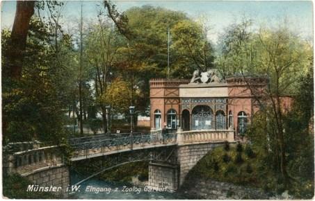 Den alten Eingang zum Zoologischen Garten mit der neuen eisernen Brücke sieht man auf dieser Ansichtskarte. (Foto: Unbekannter Fotograf, Druck, Verlag Ottmar Zieher, München, um 1910, gestempelt 23.6.1912)