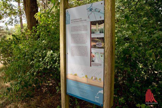 In der Nähe des historischen Wasserwerks informieren Schautafeln über die Wassergewinnung. (Foto: Michael Bührke)
