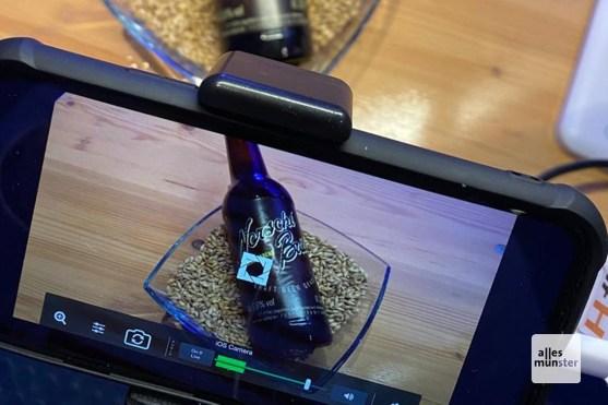 Jedes der sechs Biere wurde einzeln vorgestellt und gemeinsam verköstigt (Foto: Andrea Hansen)