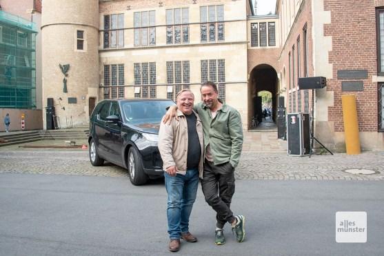 Axel Prahl und Jan Josef Liefers auf dem Platz des Westfälischen Friedens.