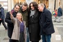 ChrisTine Urspruch macht ein Selfie mit ihren Tatort-Kollegen