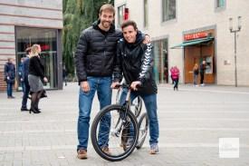 Die beiden Jungunternehmer kennen sich seit ihrer Kindheit und haben schon früher gemeinsam an Fahrrädern herumgeschraubt (Foto: Bührke)
