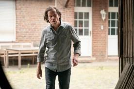 Der Musikalienhändler Jazek Antonov (Christian Kuchenbuch) hat sich im Hinterhof einen nicht ganz legalen Nebenerwerb eingerichtet.