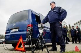 Mit moderner Technik nimmt die Polizei Abstandsmessungen vor. (Foto: th)