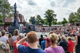 """Das Tanztheater """"Block"""" von Gruppen Motionhouse und NoFit State Circus begeisterte am Samstag auch in Coerde. (Foto: Dennis Welpelo)"""