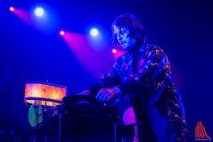 Statt von einer Band ließ er sich von Schallplatten mit den Rhythmus-Parts begleiten. (Foto: Thomas Hölscher)