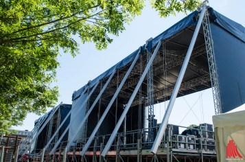 Rückansicht der gigantischen Open-Air-Bühnen (Foto: th)