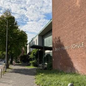Verdachtspunkt auf dem Gelände der Anne-Frank-Schule. (Foto: Thomas Hölscher)