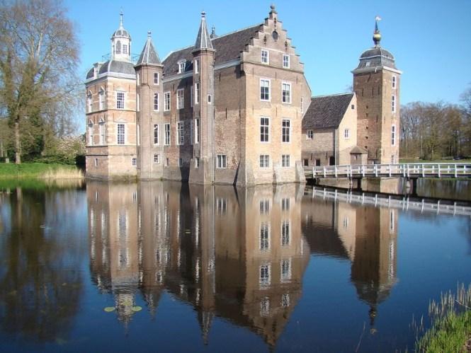 Kasteel Huize Ruurlo - TOP 10 MOST BEAUTIFUL CASTLES IN THE NETHERLANDS