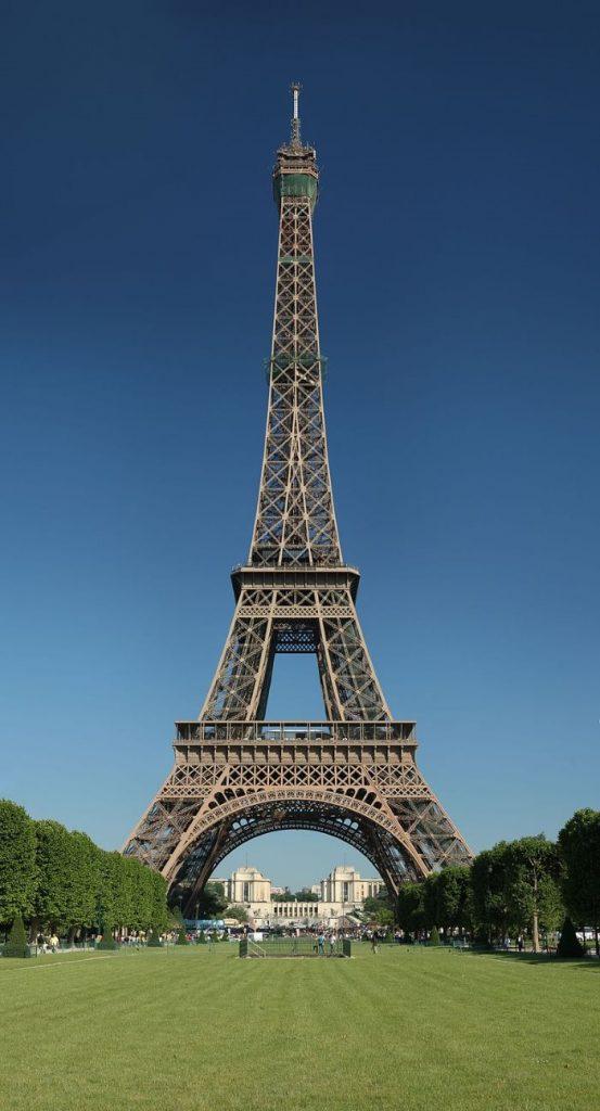 Eiffeltoren 553x1024 - TOP 10 TOURIST ATTRACTIONS IN PARIS - 10 ORIGINAL THINGS TO DO IN PARIS