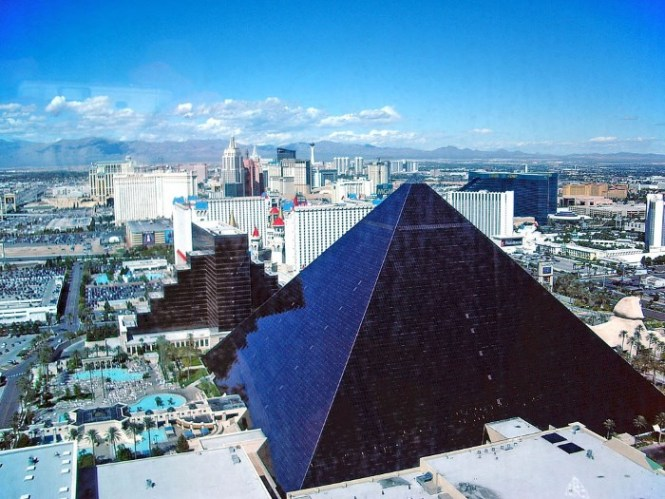 Luxor Hotel - TOP 10 MOST FAMOUS PYRAMIDS IN THE WORLD