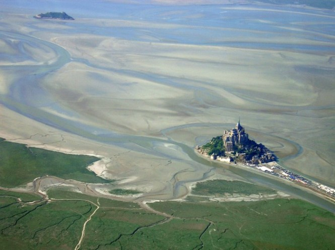 Mont st michel aerial - TOP 10 MOST BEAUTIFUL CASTLES IN THE WORLD