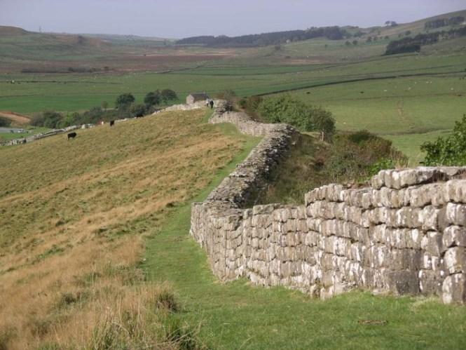 Muur van Hadrianus2 - TOP 10 FAMOUS WALLS IN THE WORLD