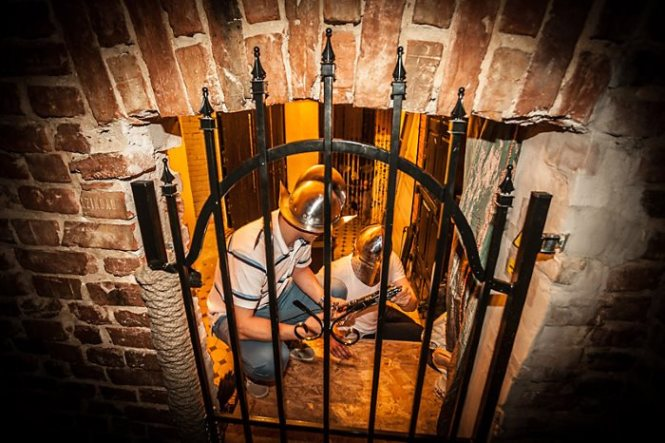 escape room - TOP 10 IDEAS FOR A FIRST DATE