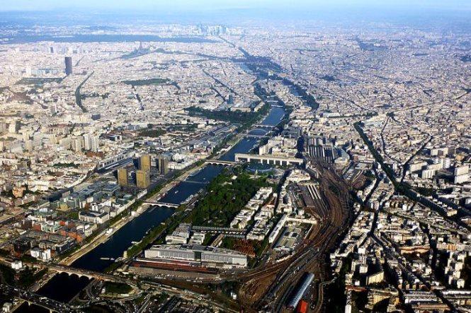seine - TOP 10 TOURIST ATTRACTIONS IN PARIS - 10 ORIGINAL THINGS TO DO IN PARIS
