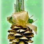 Easy Pinecone Ornaments