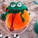 Crochet Frog (with Flies)