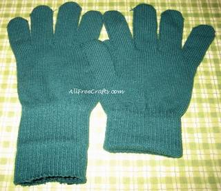 opening the ribbing on knit gloves