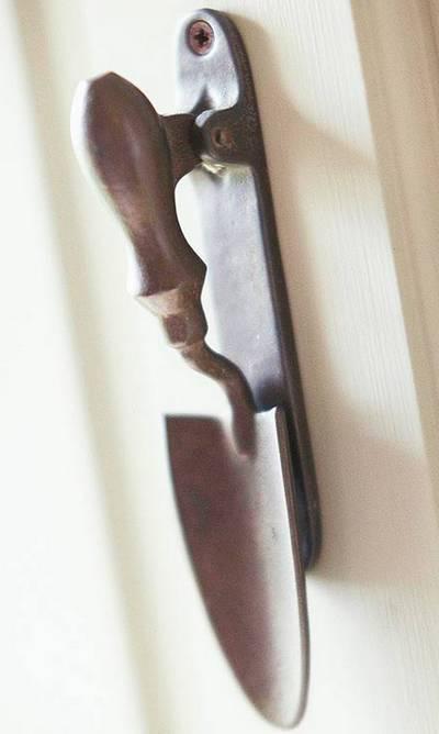repurposed hand trowel gate handle