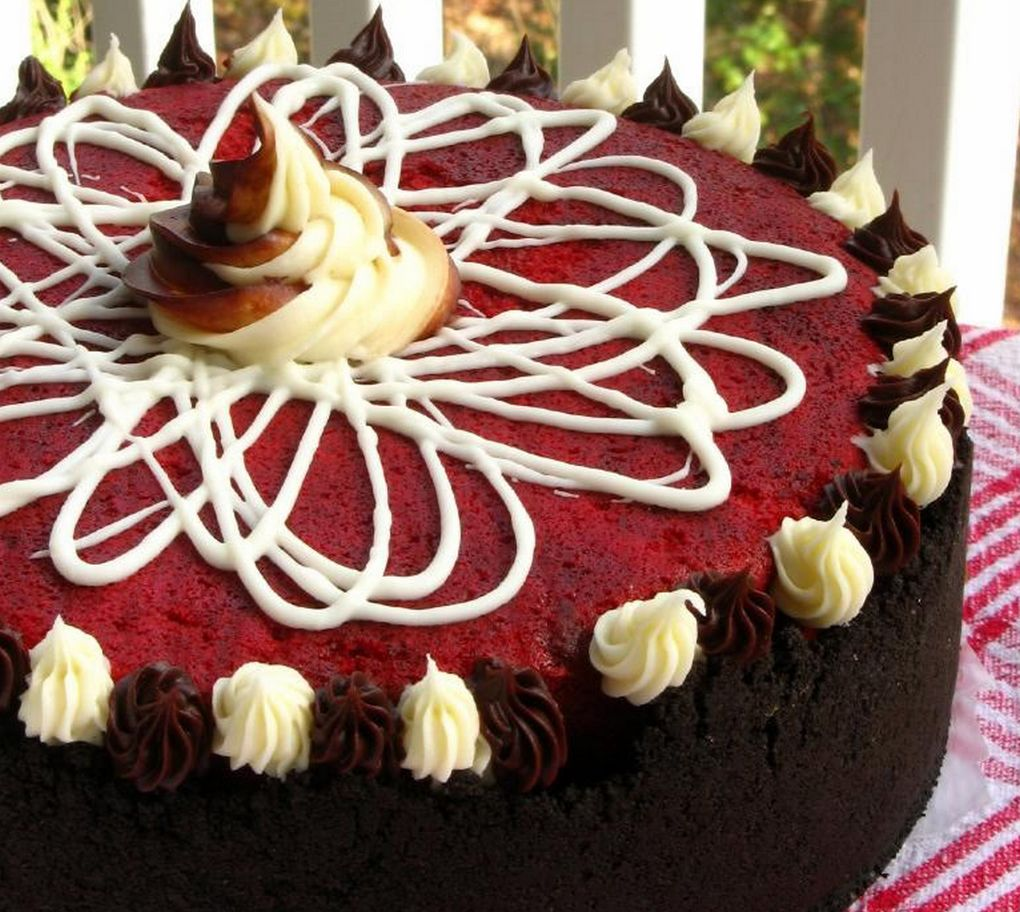 red velvet cheesecake with oreo crust