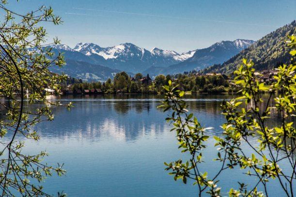 Der große Alpsee an der Radrunde Allgäu.
