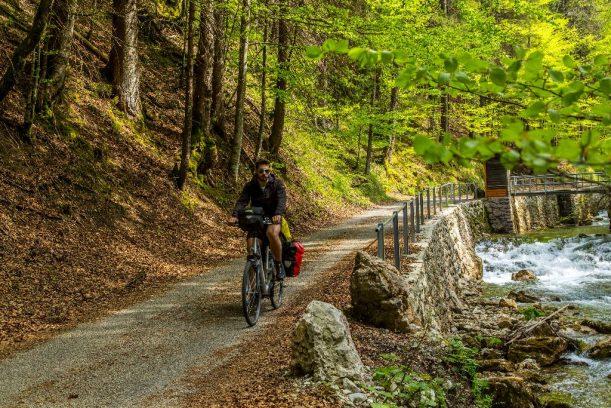 Die Vils entlang nach Pfronten, gehts auf der Radrunde Allgäu nur bergab.
