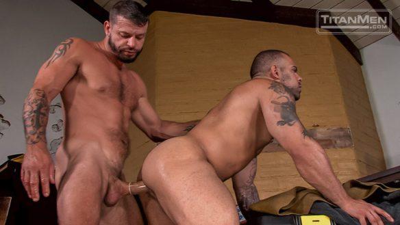 Lorenzo Flexx takes huge cock 01
