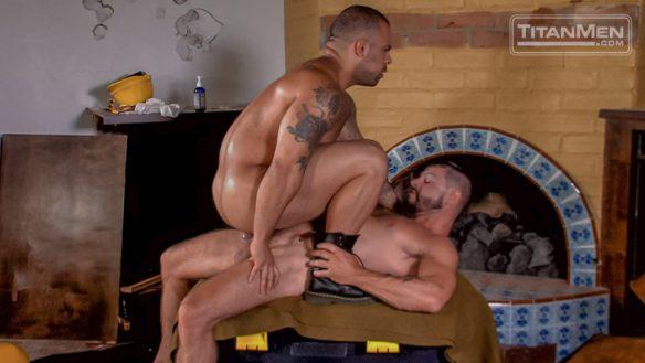 Lorenzo Flexx takes huge cock 02