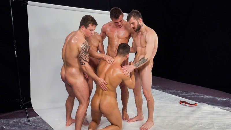 Five Hot Straight Guys Making Wank Party 01
