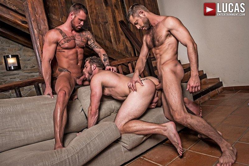 Hot Bareback Threesome 01