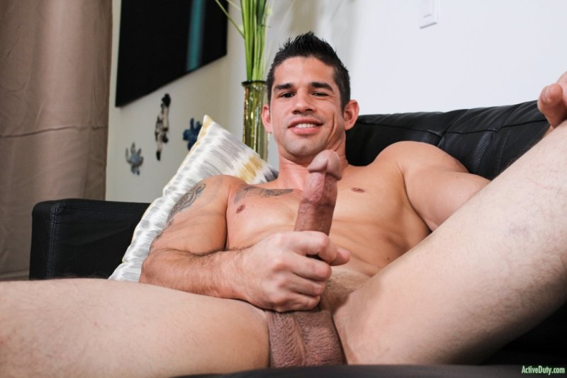 Muscular Hunk Jason Richards Jerking off 01