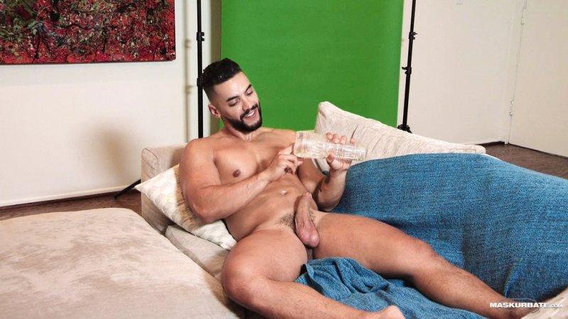 Sexy Hunk Arad Winwin Jerks off 02