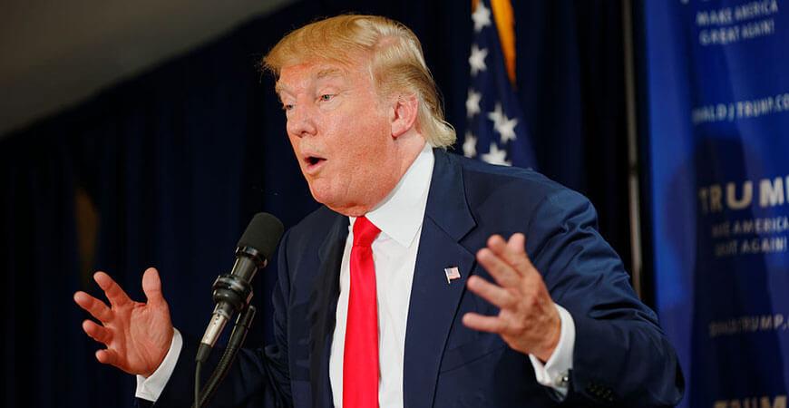"""Hier erklärt """"The Donald"""" gestenreich vor seinem Wahlvolk, warum er die Wahl nicht annehmen wird."""