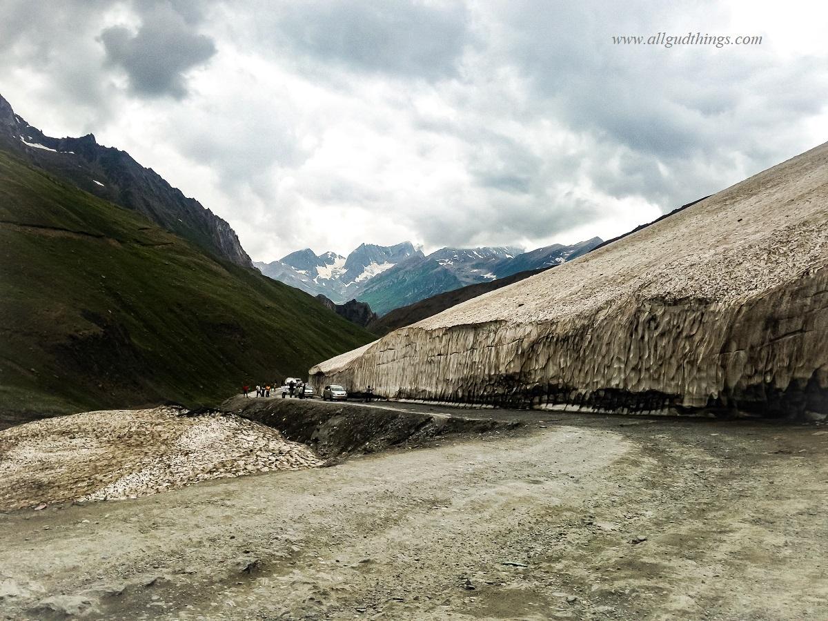 Snow wall at Zojila Pass - Sonamarg Sightseeing