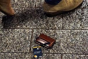 Orange Bank permet à ses clients de (dé)bloquer temporairement leur carte d'un simple geste depuis l'application (DR)