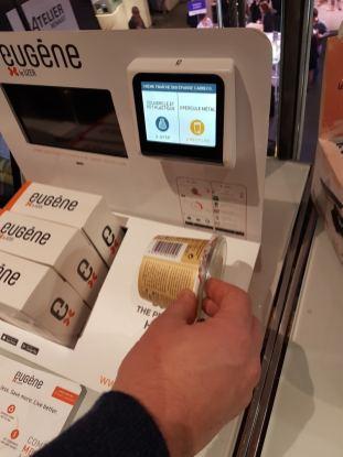 Eugène est un objet connecté de la société Uzer informant le recyclage à effectuer sur les produits de consommation. Il permet également de constituer des listes de courses à envoyer aux distributeurs.