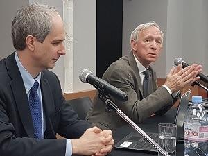 Yves Caseau, académicien à la tête de la commission chargé de la rédaction du rapport (à gauche) et Bruno Jarry, président de l'Académie des technologies, lors de la publication du rapport le 9 avril dernier.