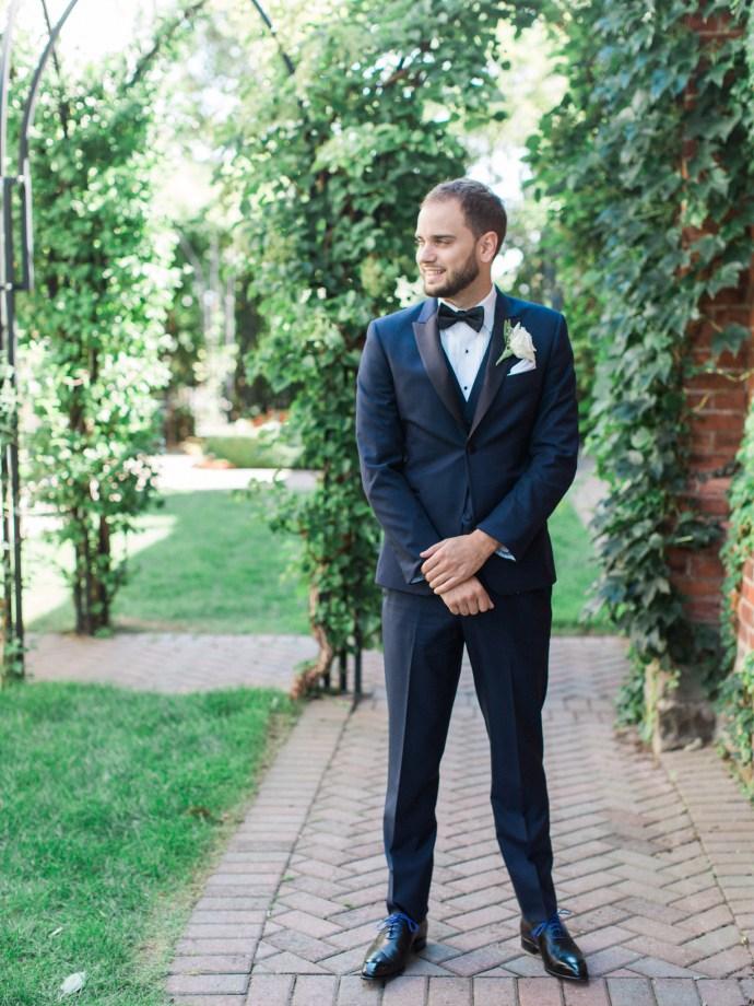 alliejenningsphotography-hamilton-wedding-photographer-fine-art-royal-botanical-gardens-wedding-21