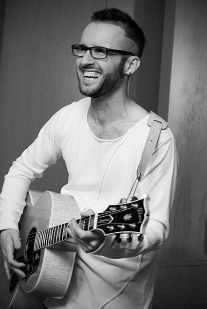 Roberto Casalino con chitarra