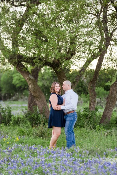 oak valley vineyard bluebonnet engagement session_0004