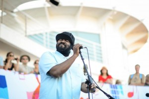 Gregory Porter by poolside