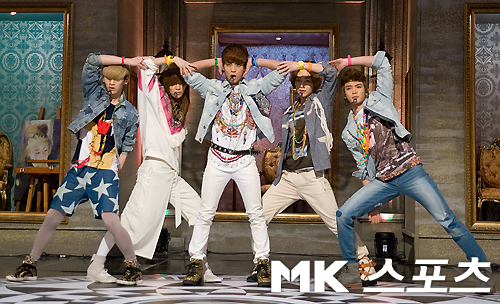 Shinee S Mr Removed Performance Of Quot Sherlock Quot Awes