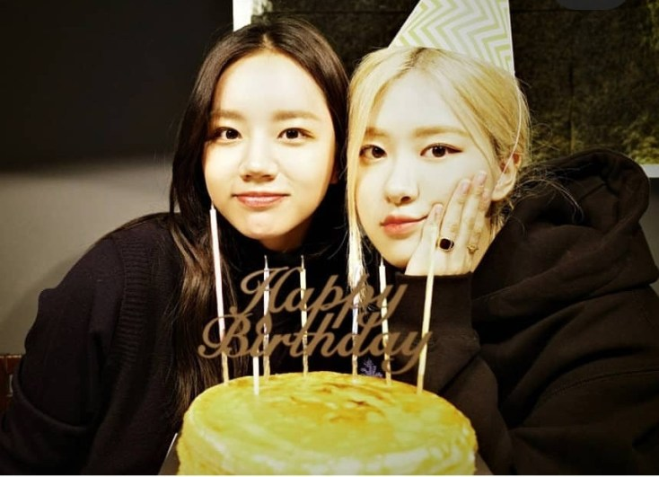 Girl's Day Hyeri shares pictures from BLACKPINK Rosé birthday celebration    allkpop