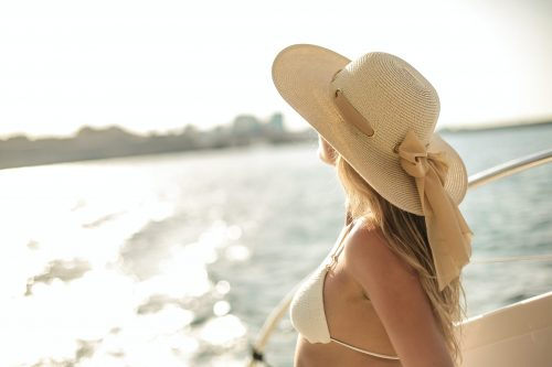 How To Look Effortlessly Glamorous On A Yachting Holiday