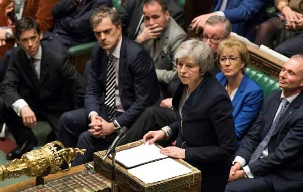 الحكومة البريطانية تفوز بثقة البرلمان البريطاني بفارق هامشي